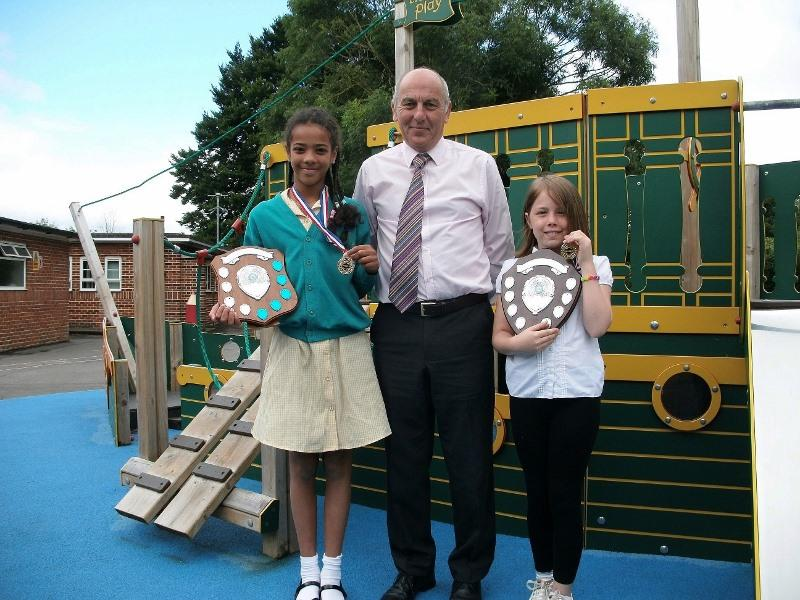Medina Primary School Speaking Competition - 2017 - Headteacher Howard Payne with Jeanne Kamakoue on left and Olivia Bossuot on right
