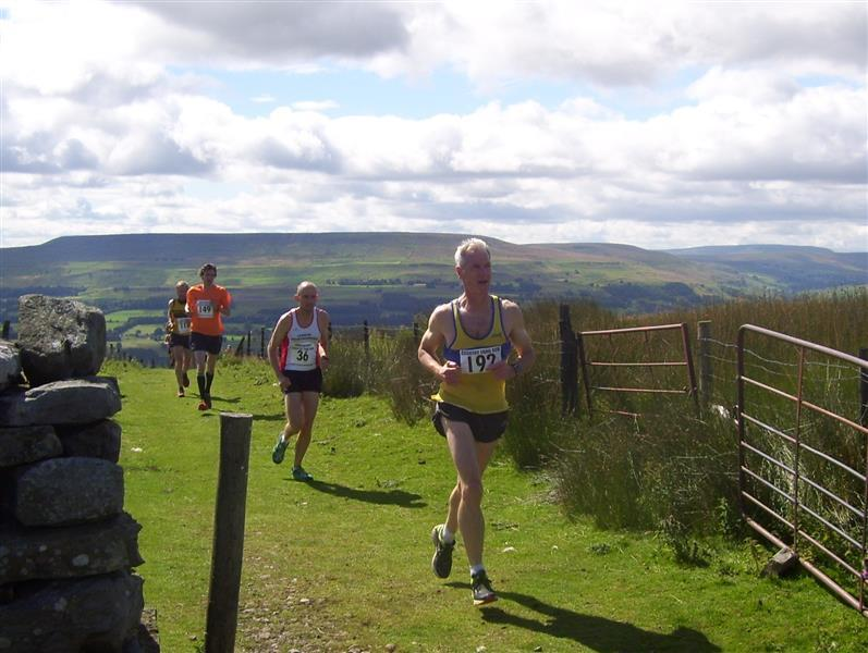 Early leaders reach top of Black Hill