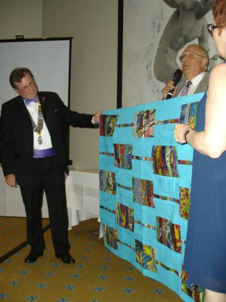 Twinning May 2015 - Members of Guingamp Rotary presenting a quilt to President Steve