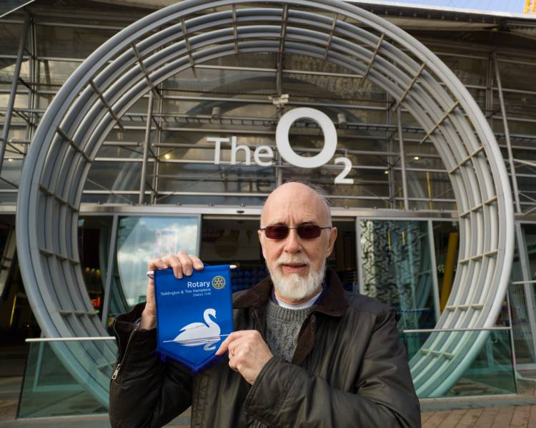 To O2 or not to O2... - Club secretary David Lindsley climbs the O2 for Polio Plus
