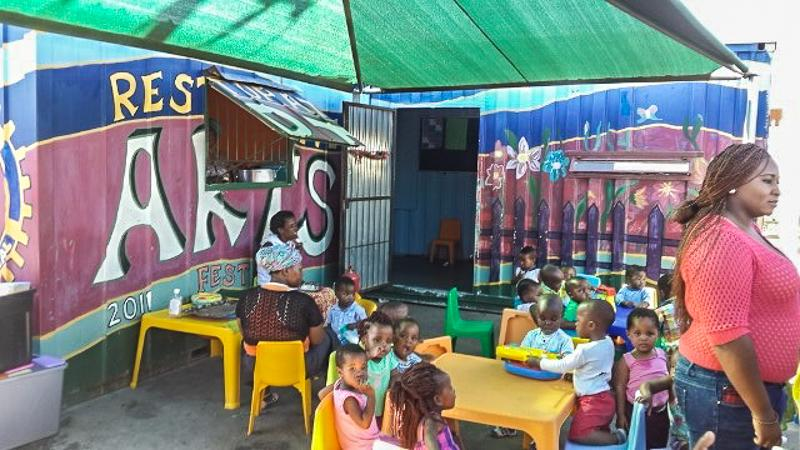 Da Noon Township pre school education near Capetown - A good use of Shipping Containers!.......