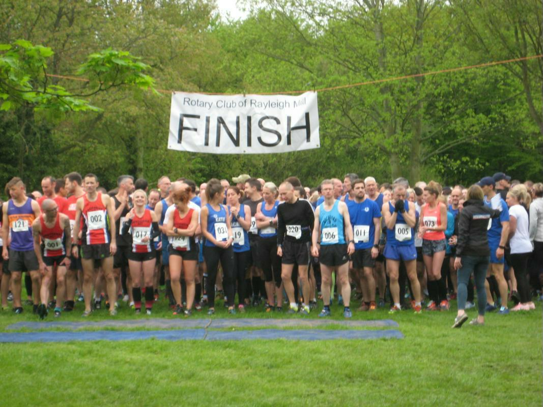 Runners line up for the start of the 2018 Rayleigh 10k