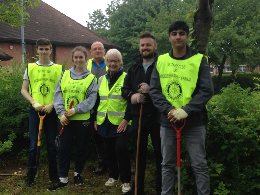 Rotary members, Kings Academy students and councillor involved in the tidy up.?