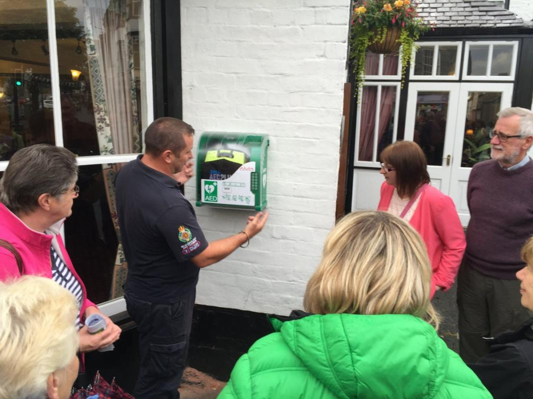 Bala Rotary Club provides a defibrillator for the High Street -