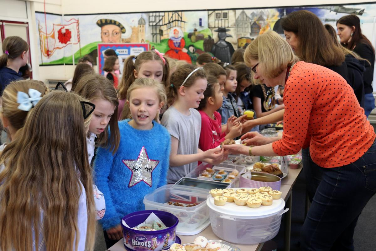 Buttsbury school children mob the Cake Tables