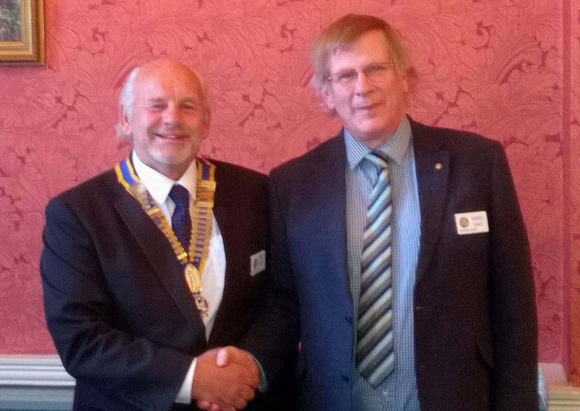 Barry Smith hands over to incoming President Tony Ashton