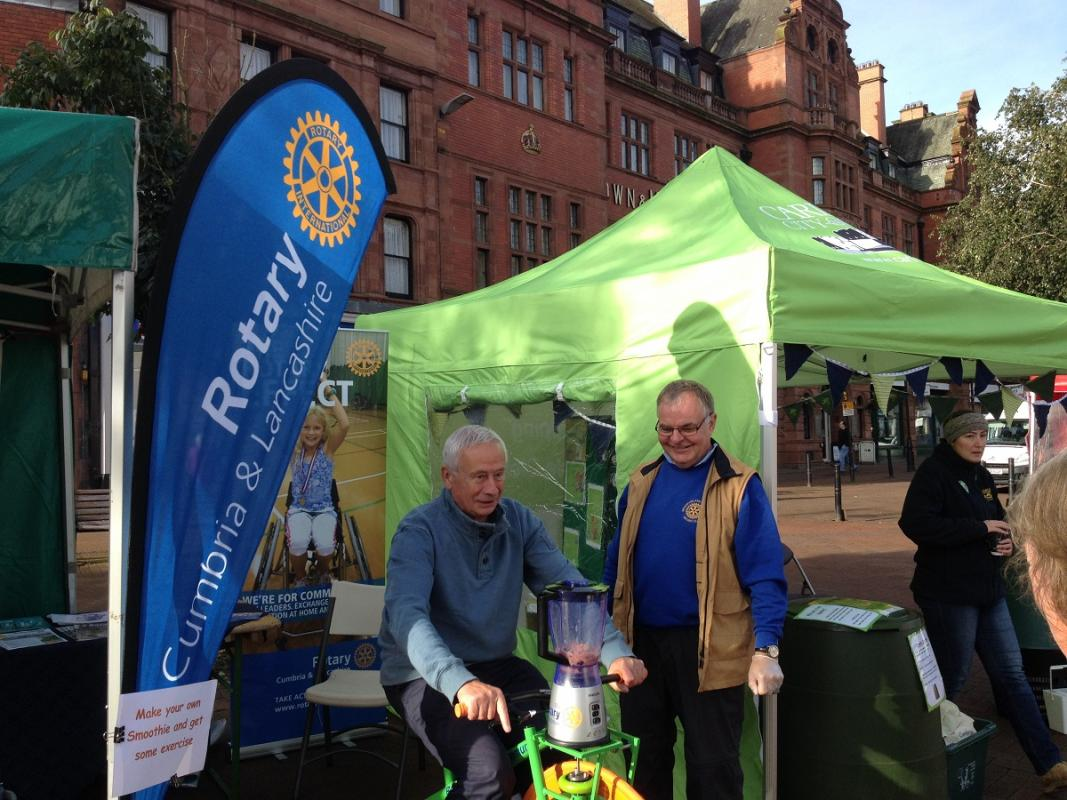 Carlisle Foodies Fest  - Mike Fox making a Smoothie watched by Rotarian Kevin Walsh.