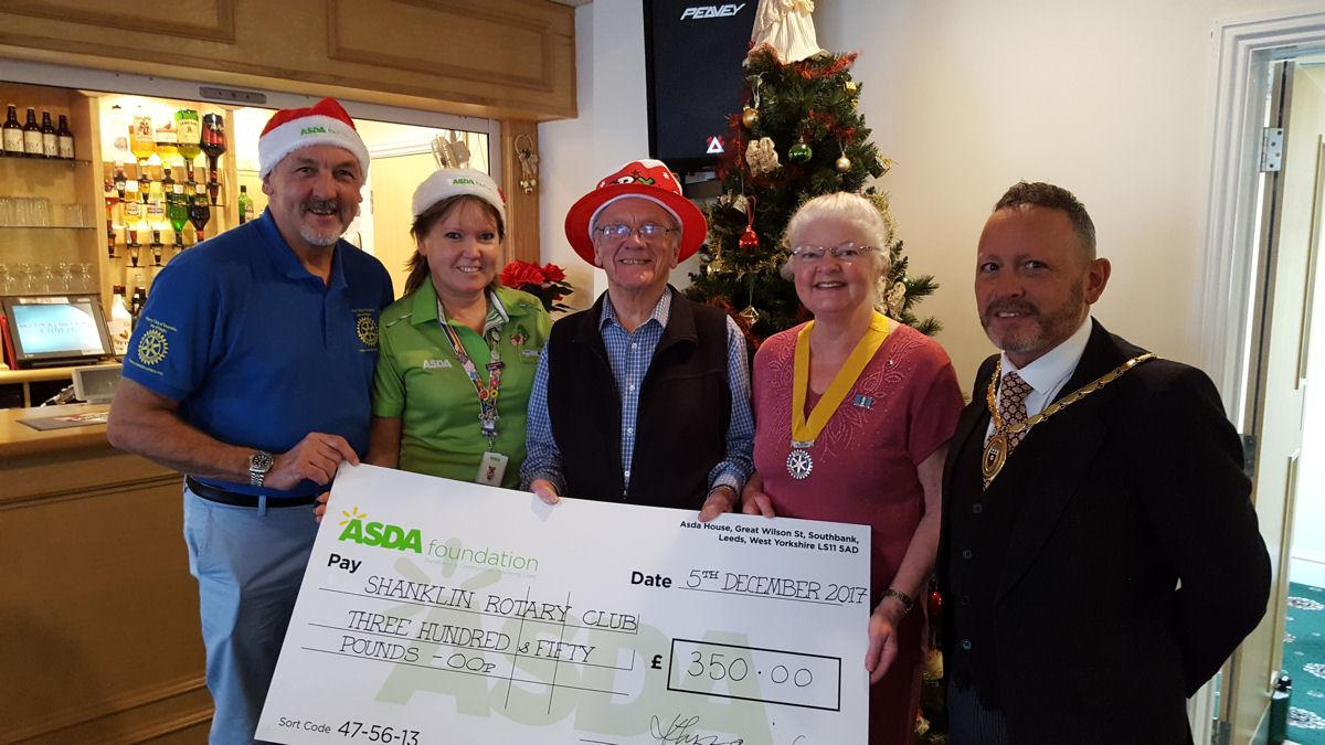 Shanklin Rotary Club Hosts Senior Citizen Christmas Lunch - L-R; Mike Jones - SRC, Clare Jones - Asda, Ron Flegg - SRC, Lyn Fleming - President SRC, Jon Gilby - Mayor STC