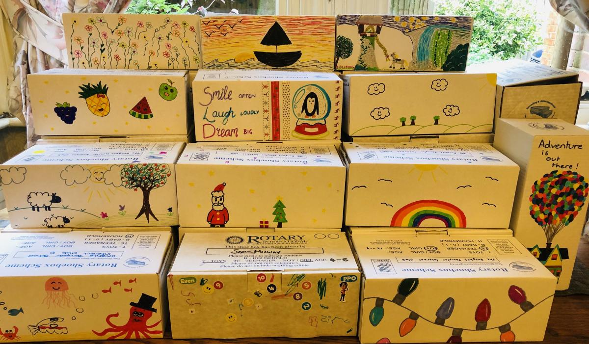 An unbelieveable number of Shoeboxes collected  - 485! -