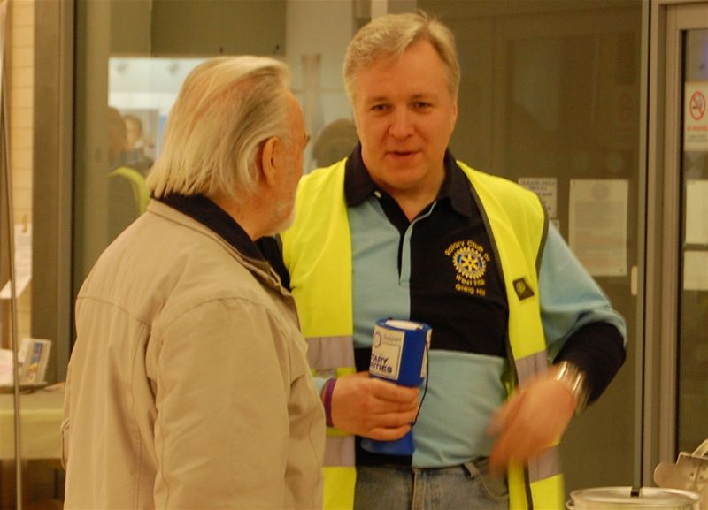 2010 Kingsgate Promotion - President Elect Greg Hill chats to an interested member of the public