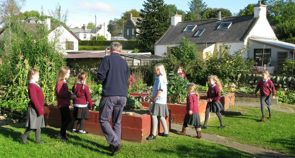 Local Primary School children plant purple crocus bulbs to raise awareness of the Rotary Global Project to end Polio.