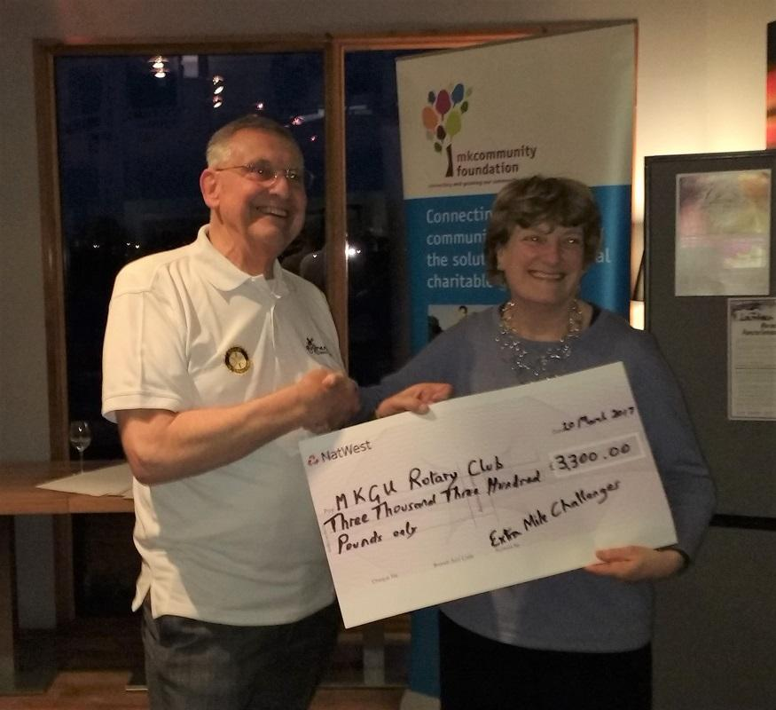 MKGU President Susan receives the cheque for our club from Preston