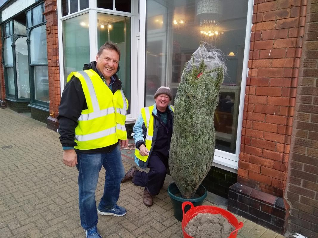 Rotary helps Port Erin Prepare for Christmas 2018 -