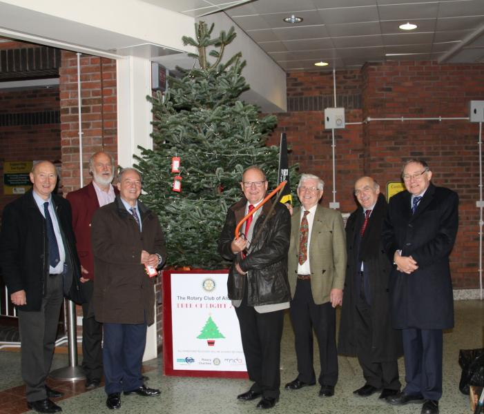 2015 Tree of Light - Erecting the tree at the Morrisons store in Aldridge.