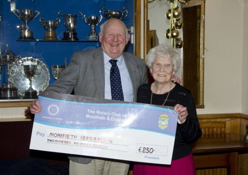 Monifieth Rotary presents a cheque for �250