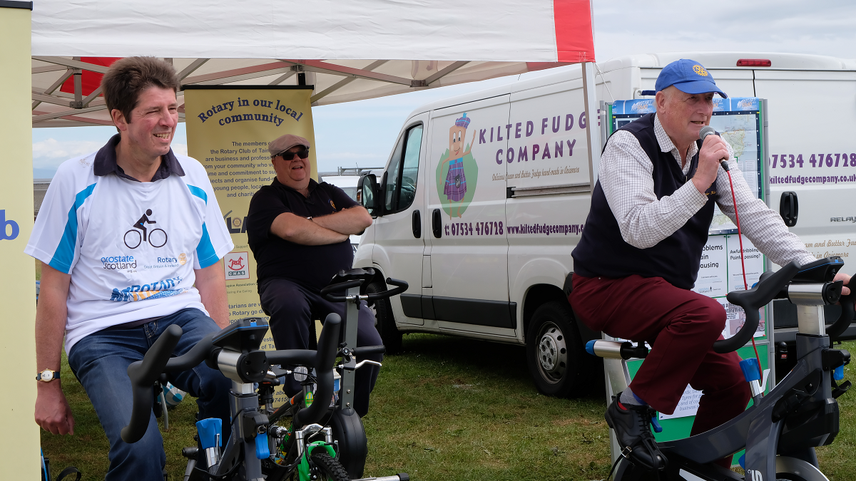 Rotary Ride for Prostate Cancer - Mark, Nick and compere Alistair start the ride