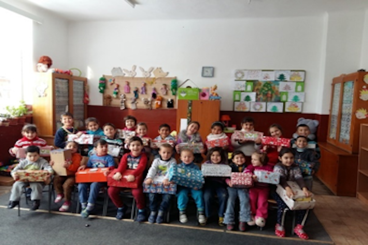 Moldovan schoolchildren receive their shoeboxes