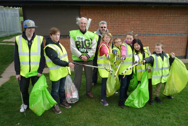 Rotary Spring Clean - Rtn Peter Bickley, Youth Leader Graham Lloyd & members of the Sorrel Youth Cafe.