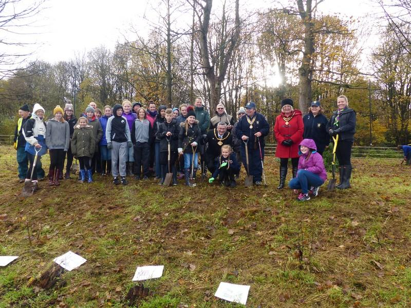 Tree Planting at Pheonix Park - Group photo with Deputy Mayor Alan Lowe With Rotary members, Guides from Runcorn and Sandymoor and children from the D of E / Mayors awards