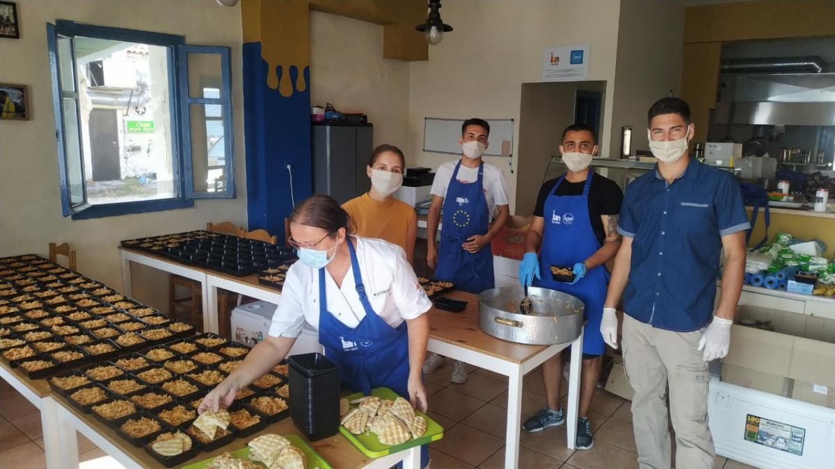 Food Crisis at Refugee Camp - The food preparation team.