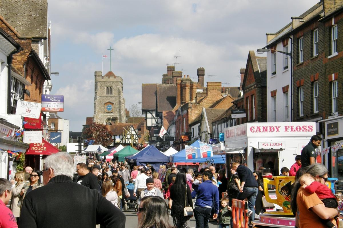 2017 St George's Day Photo Gallery - Pinner High Street in festive mood