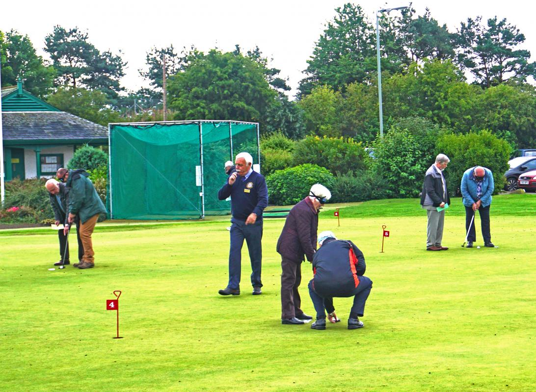 Blind-folded Putting - Blind folded putting