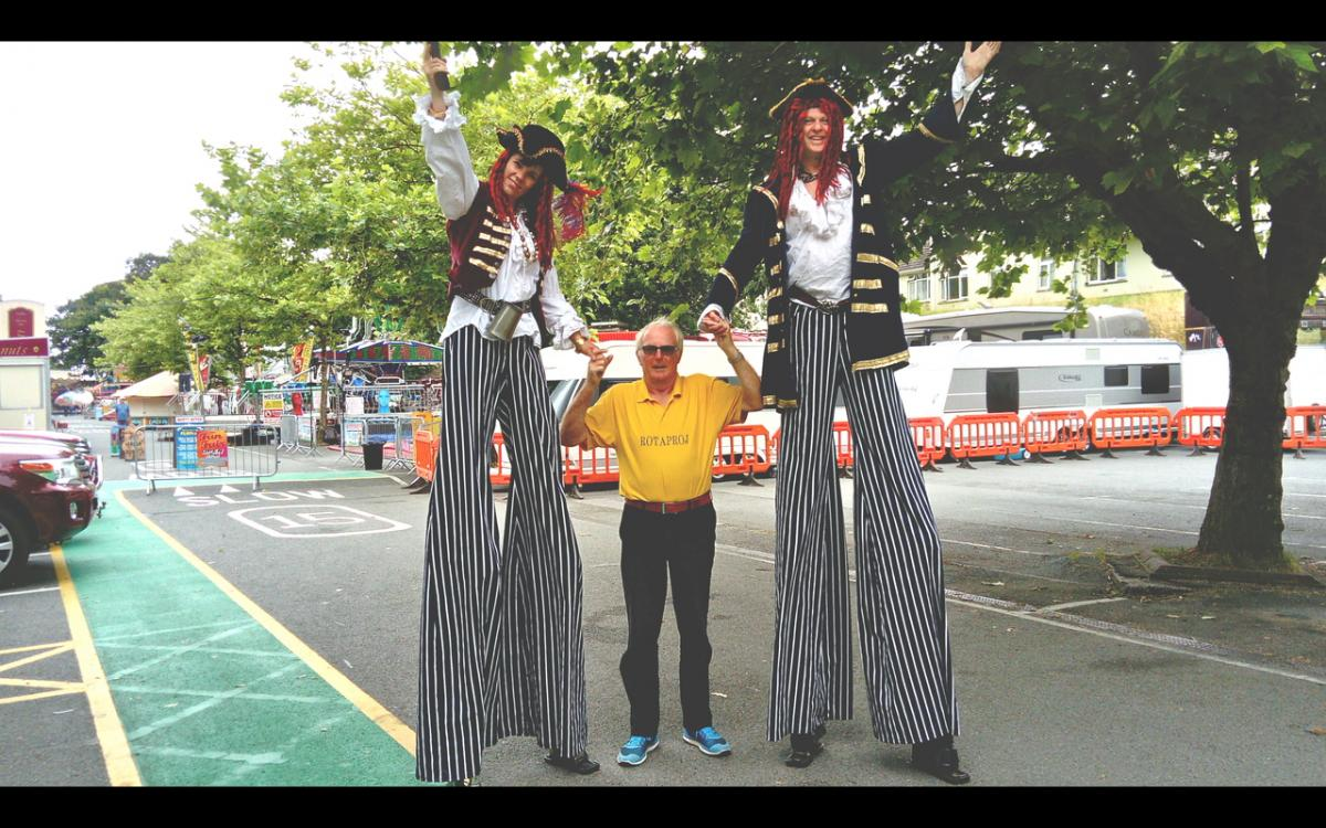 Rotaproj 2017 - Stilt Walkers at the fair