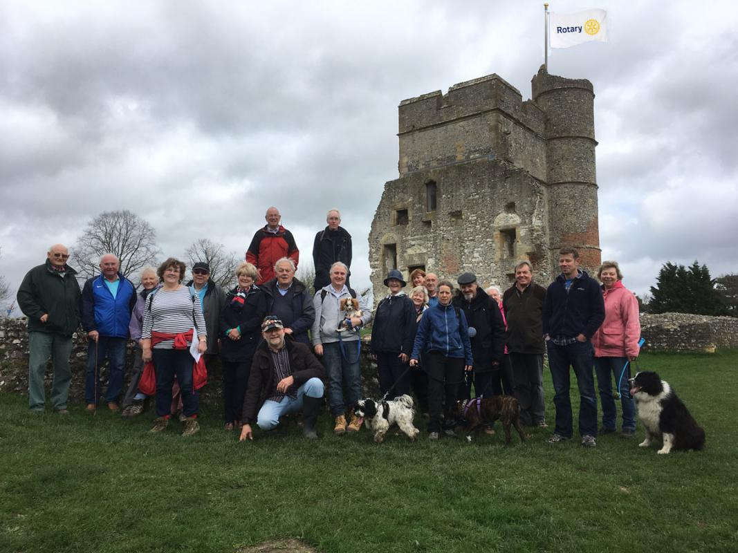 Social Walk 2017 - Having defeated the Royalists and captured the King's dog, the victors share out the spoils in the Blackbird.