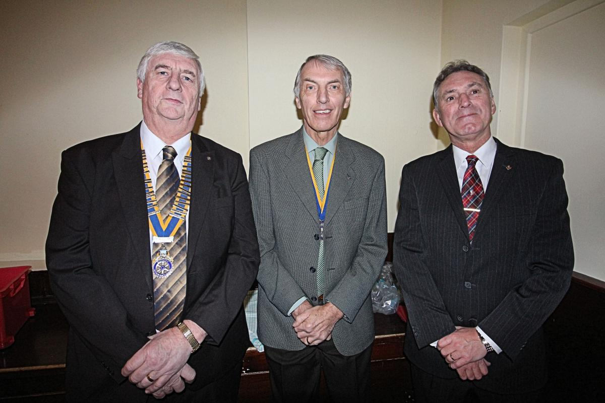 Tom Dickerson (centre) with President Paul Worral (L) and Dave Roberts (R)