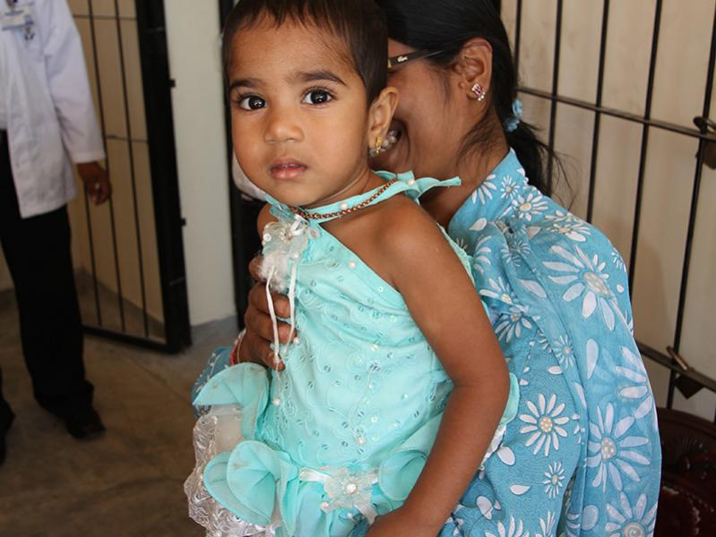 Let them walk again - Global Grant Project - A young Sri Lankan girl arrives at the centre to receive a new limb