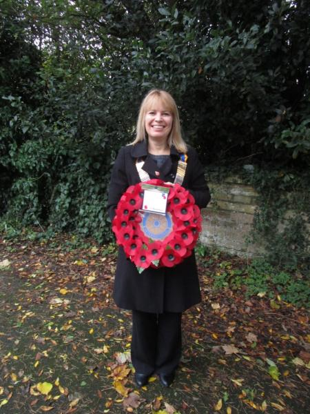 Remembrance Service 2015 - President Sarah with the Rotary Wreath