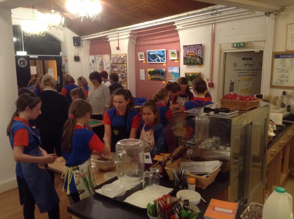Guides make Christmas puddings for elderly people  - Guides in the cafe