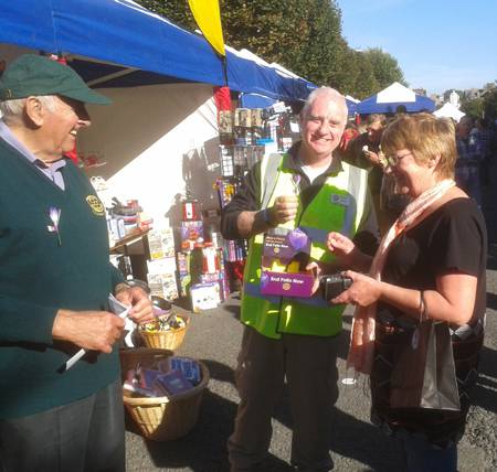 Club members sell their last Polio Plus crocus at the end of a very busy weekend...