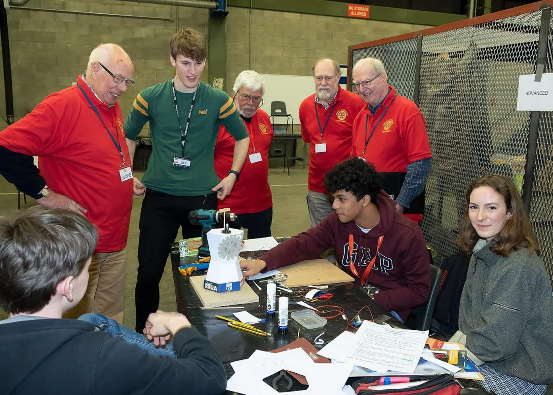 Rotary north Group School Technology Tournament 2019 - An Advanced group completes the challenge