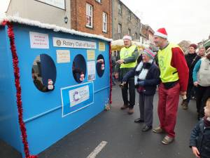 Bungay Christmas Street  Fair Human Fruit Machine