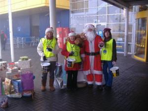 Santa Helps Rotary's Shopping Spree