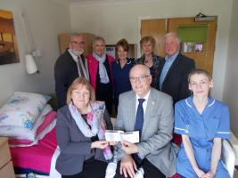 Wickford Rotary Donates £3500 to St Luke from last year's Jazz!