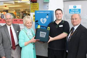 Rotary funds defribrillator for Kingsbridge