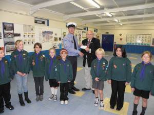 2nd COWES (St Marys) SEA SCOUTS GET HELP IN GARDEN