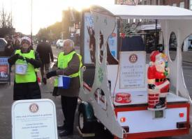 Xmas Float  Upminster 21-Dec-2012