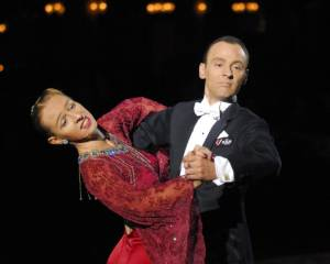 Ian Sharpe & Victoria Lawrence dance the Foxtrot