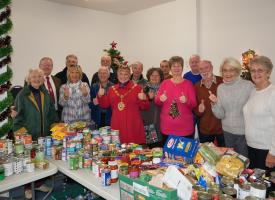 Rotary Helps Pack Hampers
