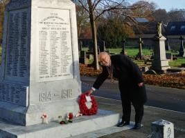 Rotary President Chris Dawes Laying a Wreath at The War Memorial November 2020