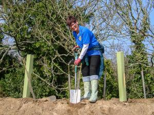 Phillipa showing her skills with a spade