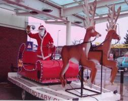 Santa and his Sleigh visits East Hunsbury (Penvale Road area)