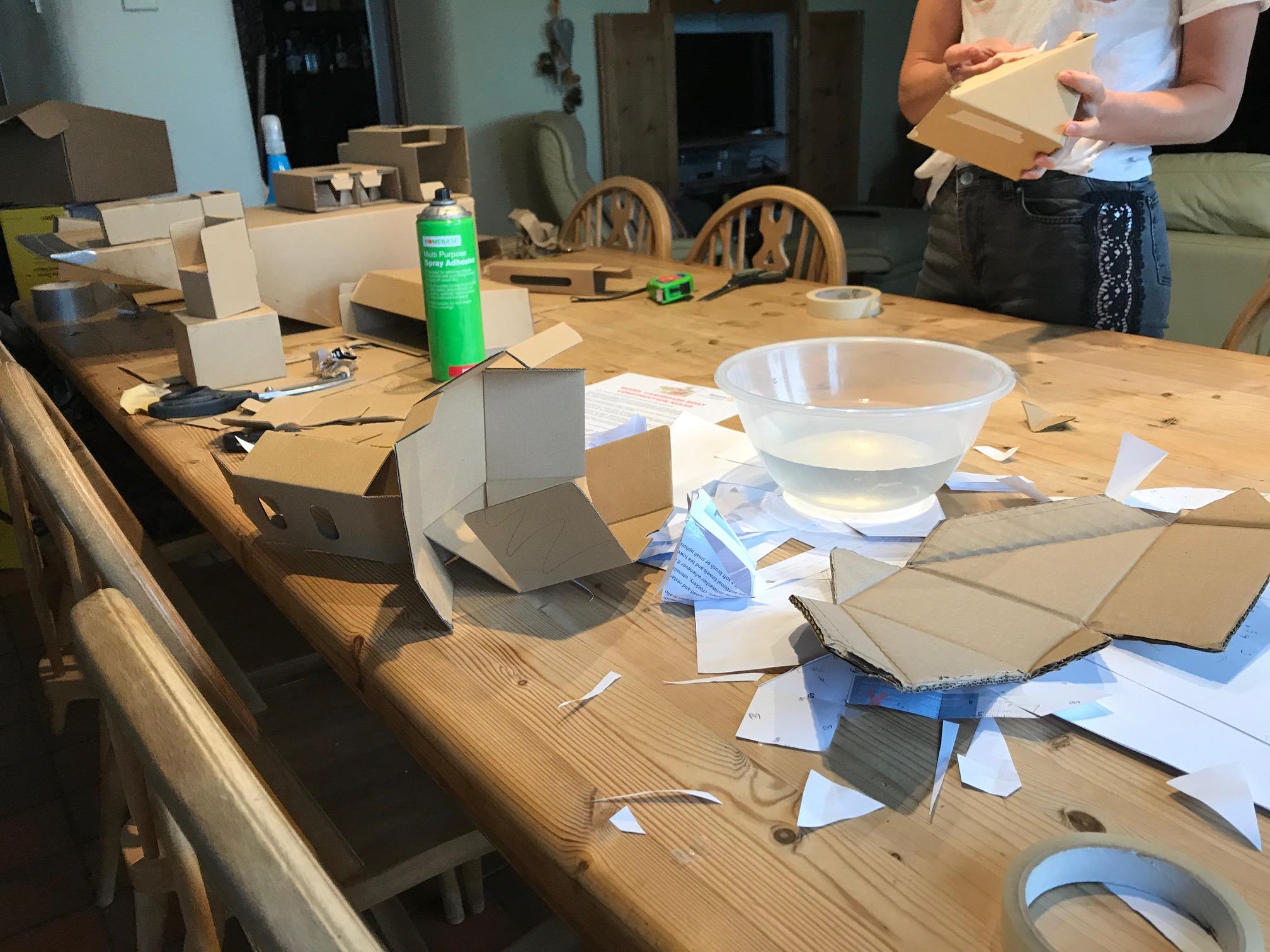 Building model cardboard boats