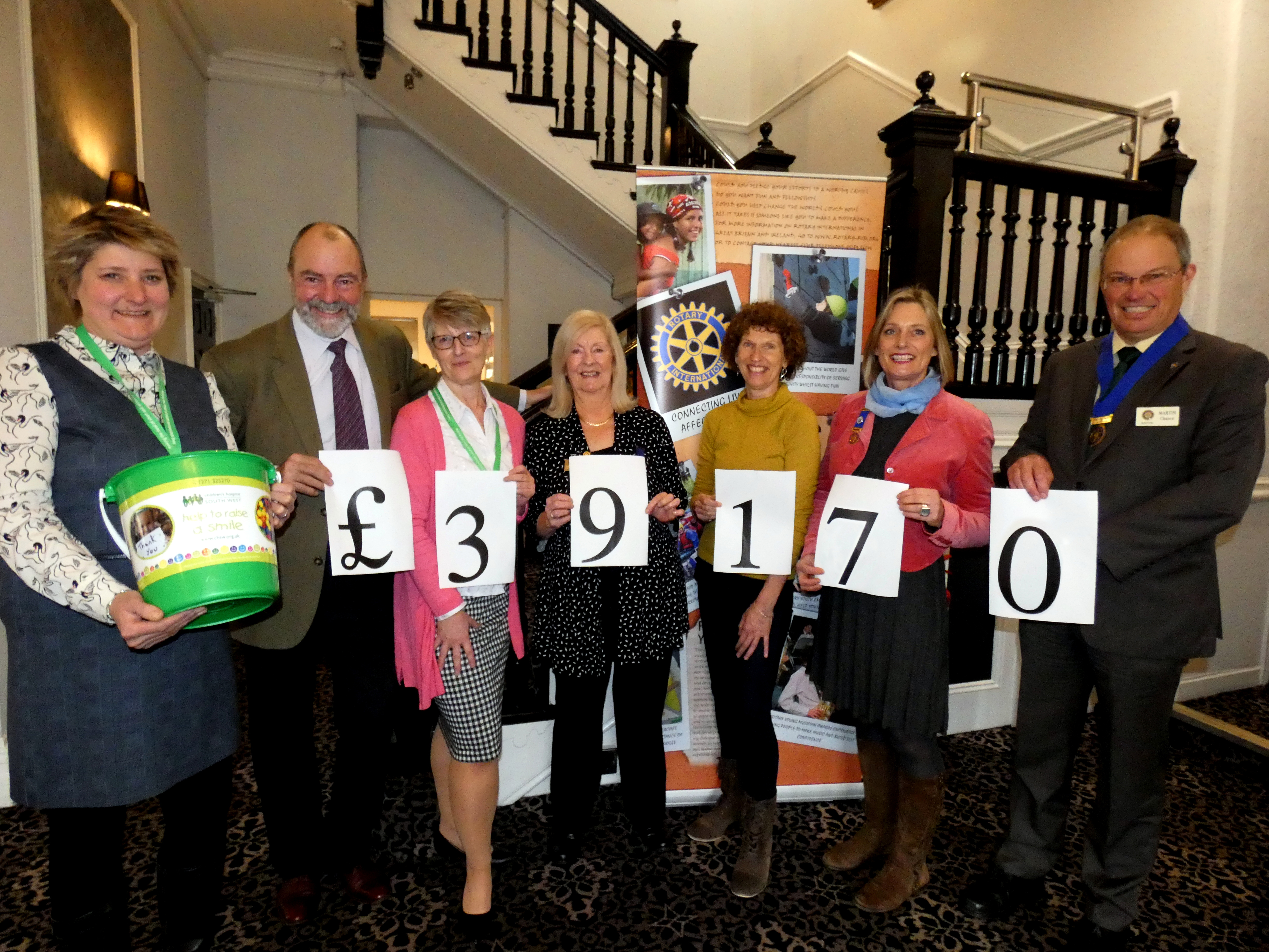 Picture by Grahem Hobbs: Cheque presentation to CHSW