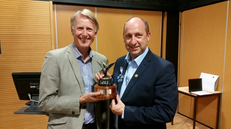 Past_President_Steve_Porter_receives_Award_from_PDG_Steve_Martin