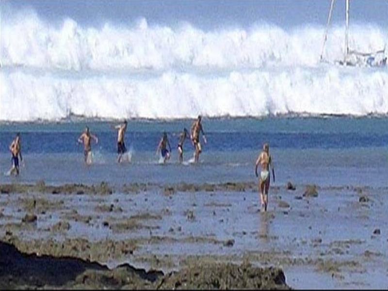 The Tsunami approaches the shore