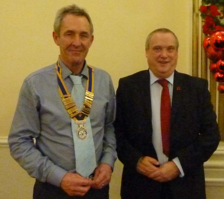 President-of-the-Rotary-Club-Of-Southport-Links-John-Doyle-with-Ken-Fretwell-of-The-British-Heart-Foundation
